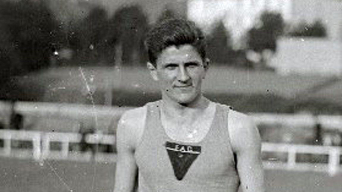 FERNANDO LABOURDETTE GANANDO EL CAMPEONATO DE ESPAÑA DE 400 ML EN 1929
